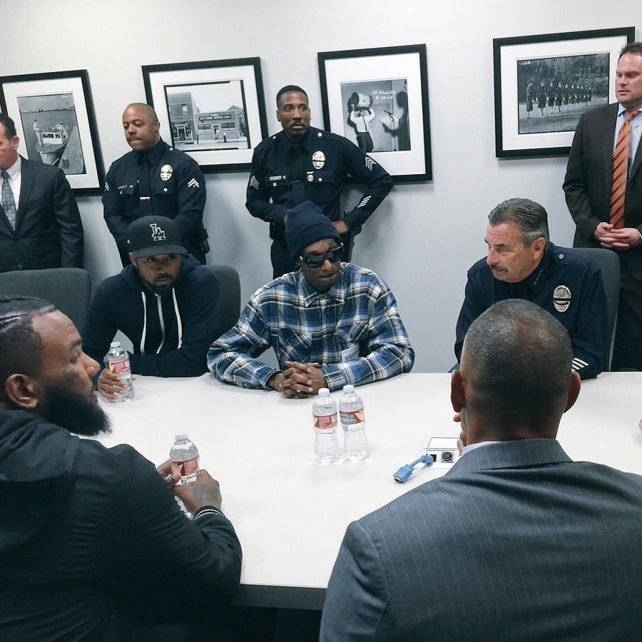 Snoop Dogg and The Game meeting with LAPD to rebuild relationships. We need more of this! https://t.co/YpY8QqjSZy