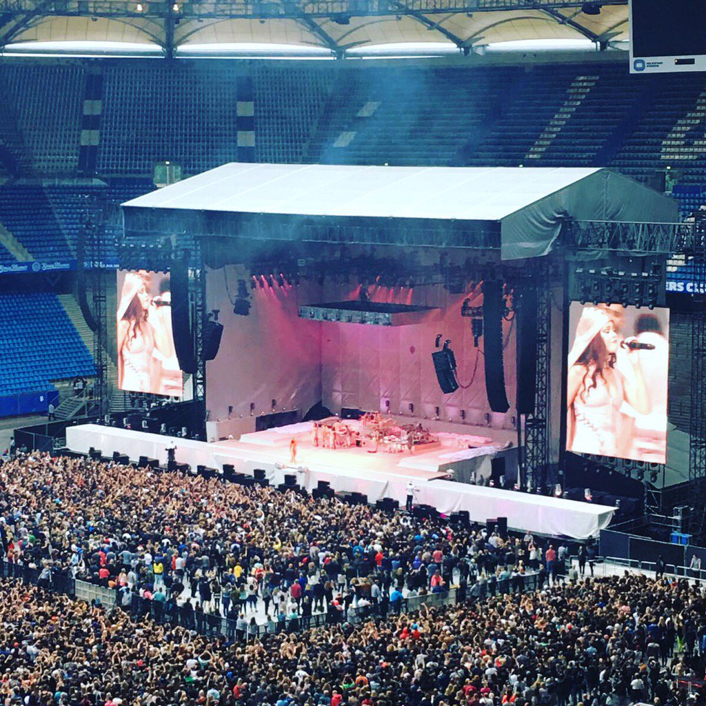 ENERGY Star Rihanna rockt das Volksparkstadion! #RihannaMitENERGY https://t.co/jrdmLOexzu