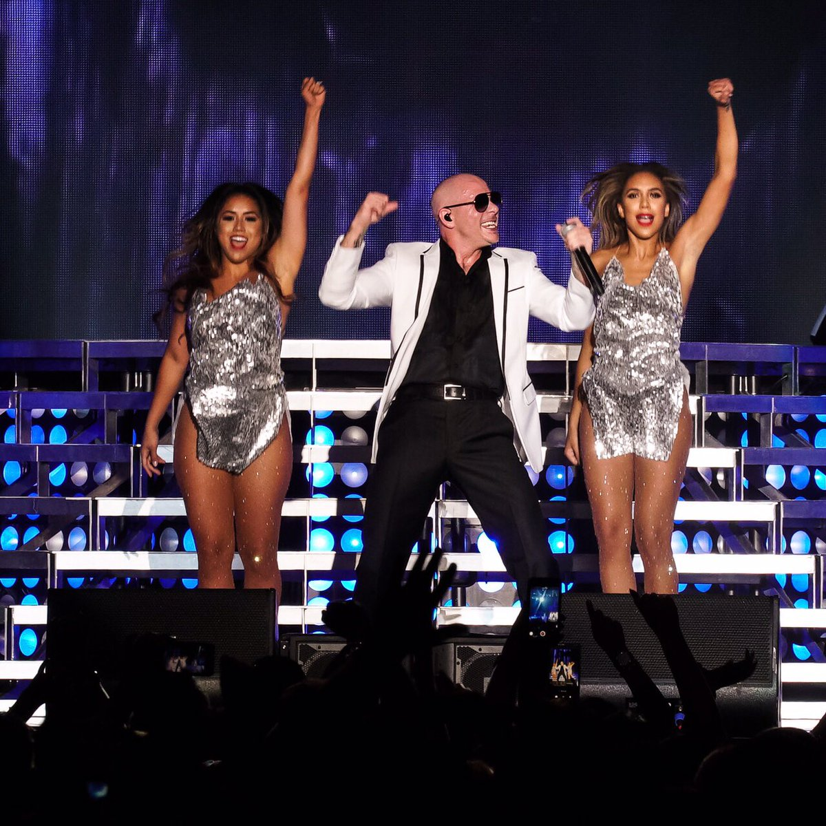All my bad ones head to the Bay. #BadManTour @PrinceRoyce @FarrukoPR will be at @ShorelineAmp @LiveNation #Dale https://t.co/h7NSxivezZ