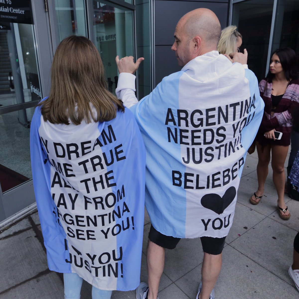 These #Beliebers from Argentina came to Jersey to see @justinbieber! #purposeworldtour #purposetournewark https://t.co/6EuvMpJEyb