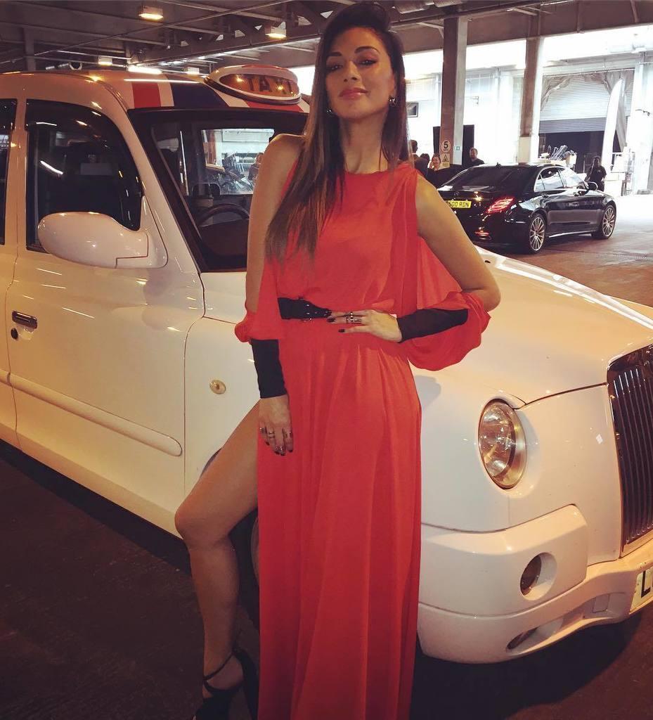 Thankyou @amandawakeley for this beautiful red dress! ???????????????????? #taxi ! #uk #summer ???????? https://t.co/xXb6UnmUpv https://t.co/Oek1rl1h5k
