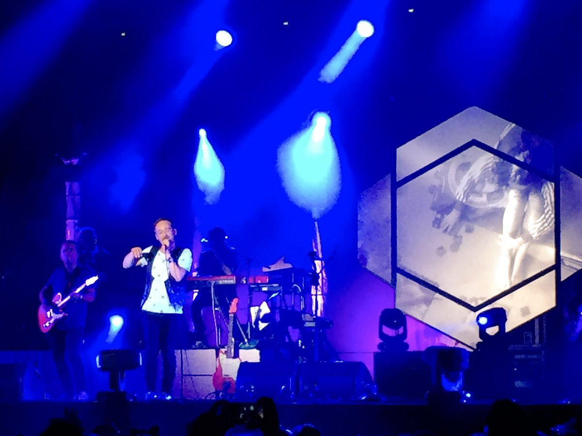 En directe @loveoflesbian a https://t.co/FOh56I3hDW des del @cruillabcn  Connecta! #CruïllaiCat33 https://t.co/GH2mVtXyiC