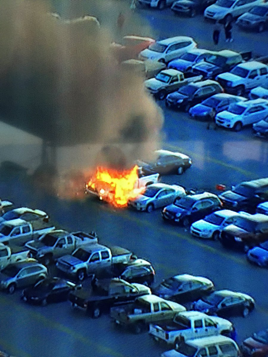 Holy cow!! A truck in the parking lot is on fire! https://t.co/oeIwZ0iC56