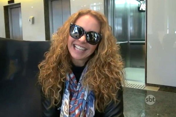 """Atriz mexicana Lucero chega ao Brasil para gravar participação especial em """"Carinha de Anjo"""" https://t.co/XpV3jpnH53 https://t.co/LeoLkAMrIX"""