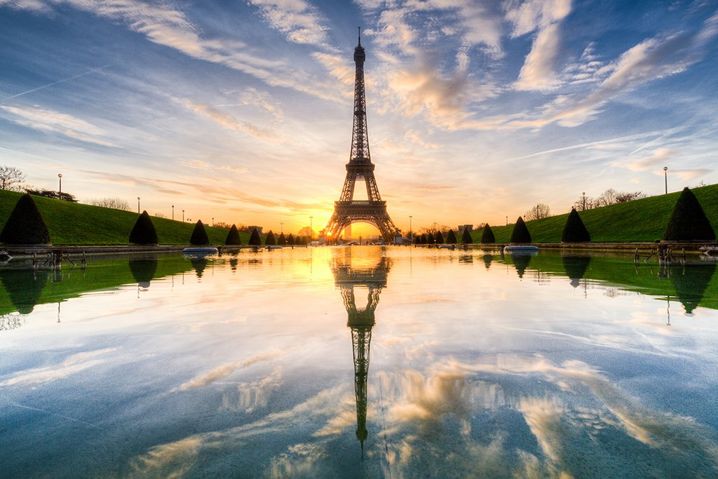 Sunrise on Eiffel Tower Mirrored | Photography by ©@Loic80l https://t.co/Quac7iEDMI