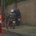 #ImagenDelDía: La inconsciencia ciudadana de cada día. Dos motociclistas le cierran el paso a un peatón???? https://t.co/9MPbh7KXVj