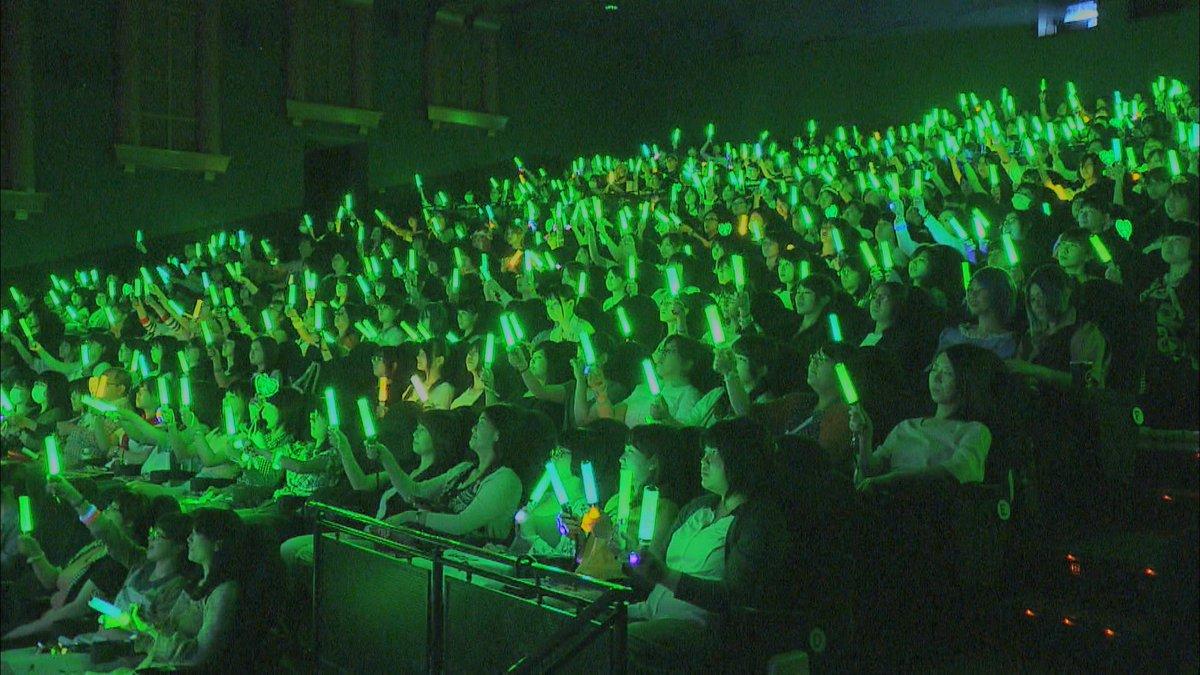 """火曜は桐谷キャスターの出演日。今夜の「my generation」は「参加型上映」です。コスプレしペンライトを持ち、歓声をあげる…今、映画館でそんな上映が行われているんです。しかも""""鬼リピーター""""が続出!不思議な空間を桐谷Cが体験。 https://t.co/Q9fZY0n82Z"""
