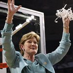 Pat Summitt has died at the age of 64. She led Tennessee to 1,098 victories, most in Division 1 history. https://t.co/eVH42GoNjq