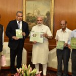 Released 'The Birds of Banni Grassland', a book by scientists of Gujarat Institute of Desert Ecology (GUIDE). https://t.co/ouEVO0j2Vv