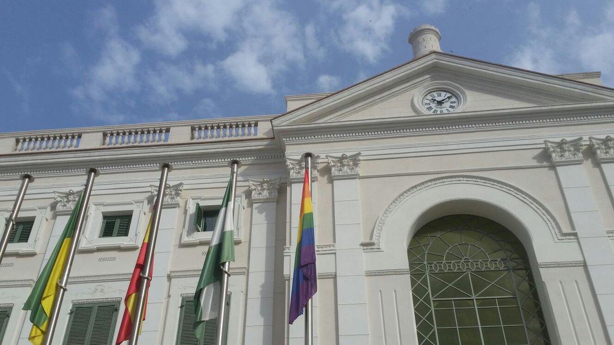 #ElPuerto iza la Bandera del Arcoiris en el Día Mundial del Orgullo Gay  #Pride2016 #Tolerancia #Diversidad https://t.co/8Sf9m6vd2i