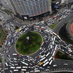 Traffic driving you wild? Heres NINE ways to cope with the work commute in #CapeTown: https://t.co/f5SCqYlfYO https://t.co/7bjSDeVvLp