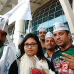 @aaprajeshree Convenor of @AAPGoa Welcomes @ArvindKejriwal at Goa airport The man of wth moment is wth Goa https://t.co/7Hm3WwzjFy
