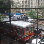 @RidlrMUM @MumbaiPolice @CPMumbaiPolice @Dev_Fadnavis Another day in paradise at Amboli.........God save Amboli https://t.co/h0gOKLGXep