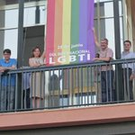 La bandera arcoiris vuelve a ondear en el Ayuntamiento https://t.co/fEiI9SJ9Xw https://t.co/l27diaz238