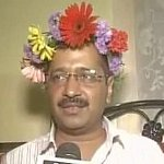 Clown of Delhi ???? @ArvindKejriwal sporting Crown of flowers ???? Is the shithead trying image makeover? ???? @DrGPradhan https://t.co/1LRTUKxo3N