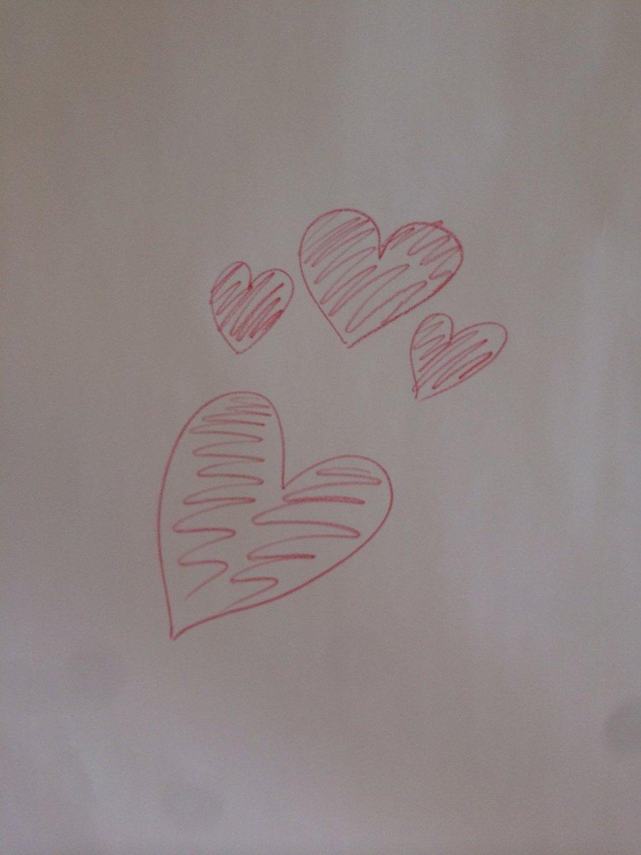 【月刊TVガイド8月号は発売中】「クレヨンしんちゃん」からご登場の神谷浩史さん。家族愛をイメージしてハート描いてくださいとお願いすると、大きくて美しいハートを一筆書き! 素敵な絵心を発揮してくださいました! #神谷浩史 https://t.co/I8ab7qHGth