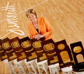 Legendary women's basketball coach Pat Summitt dies aged 64