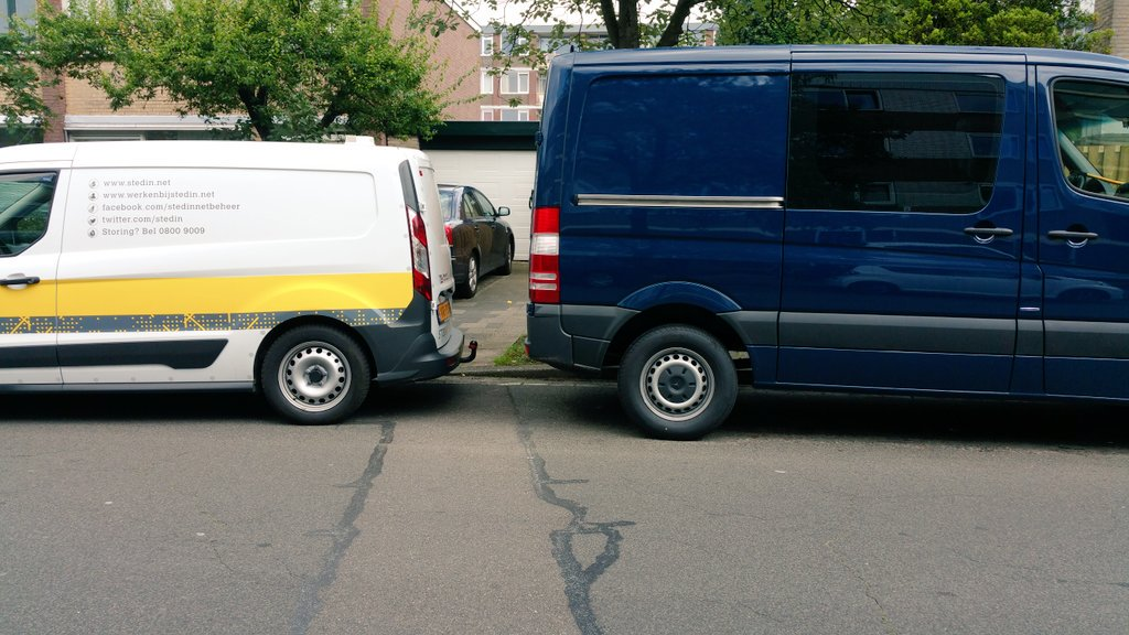 Leuk @stedin een gehandicapten bus blokkeren door voor een oprit te staan https://t.co/GtETjWLg4S