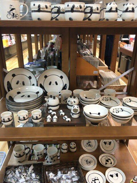 紀伊國屋で!やば!パンダのお皿とか食器とか!わ!わ! https://t.co/PFtEu6TDNs