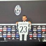 """Dani Alves : """"Je suis ici pour mamuser en jouant au foot : pour moi, cela signifie atteindre les objectifs du club"""" https://t.co/NPnD9dyjFb"""