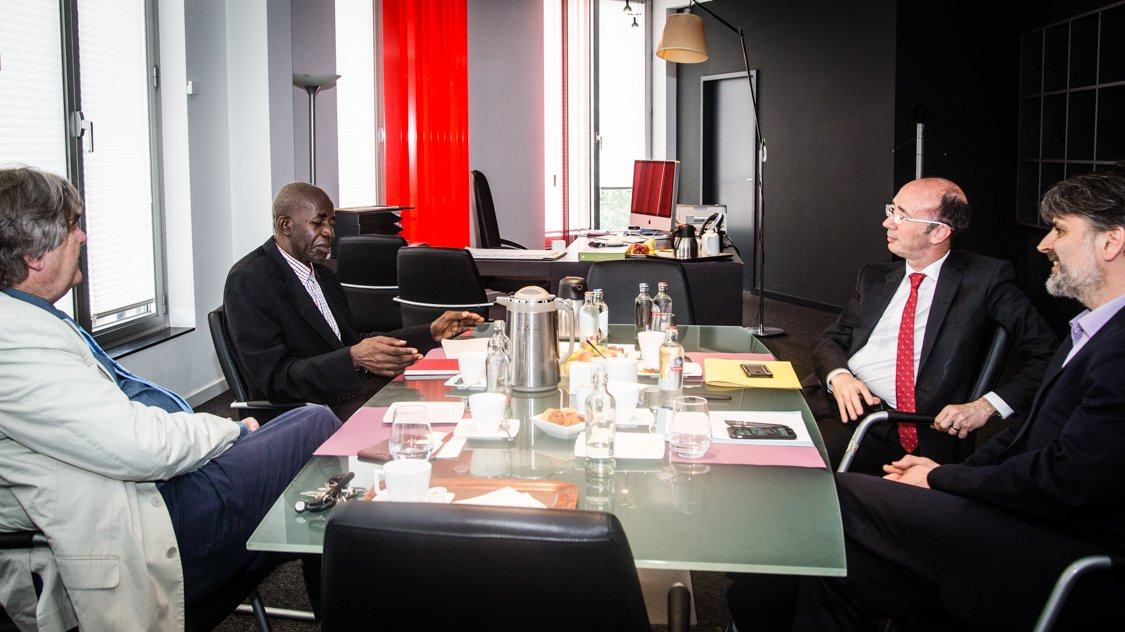 Rencontre avec Pierre-Claver #Mbonimpa sur la situation toujours alarmante des droits de l'homme au #Burundi https://t.co/sRCFHaBd5e
