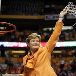 RIP, Coach. A true inspiration, pioneer & legend. Our thoughts & prayers are w/ her family & friends. #PatSummitt https://t.co/eIvkueQKLr