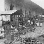 El #MercadoJauregui en los años 30. Más #información en https://t.co/BYKU5ACjYt (cortesía de @ArchivoVeracruz) https://t.co/b7nwC6ErfV