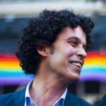 """""""En su modelo de sociedad no quepo yo. En el mío, sí cabe usted"""". Pedro Zerolo  #OrgulloLGTB https://t.co/LGMzGFgxZp"""
