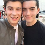He treats us the best and he treats us like we are his family #FanArmyFaceOff #MendesArmy https://t.co/vzw8gxx2ZJ 12