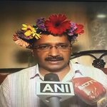 First time Ive seen Sir @ArvindKejriwal happy. That floral crown sits on his head with perfection ???? @AamAadmiParty https://t.co/A2f5PHnQ3R