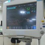 입원했을때나 풀어야짘ㅋㅋㅋㅋ 돌연 응급실에 갔는데 내 심박수가 최대 60 최소 38까지 떨어져서 간호사언니 6명이 번갈아가서 재보고 기계도 세번바꿔서 쟀었다. 결론은 날때부터 심장이 귀찮음이 많은 애라고함ㅅㅂ https://t.co/Gr8FFKMD7j