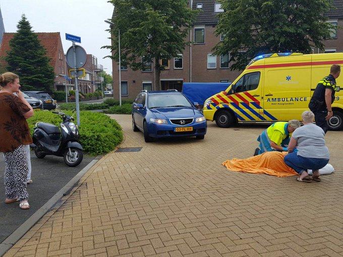 Op de Jan Barendselaan in Poeldijk is een scooterrijder onder gegaan met zijn scooter. Jongen gewond geraakt. https://t.co/xO2Mkqdl0A