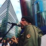Gruff Rhys yn canu I❤️EU #CF4EU https://t.co/dAGgRnrfLx