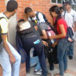 Si no tomamos la calle el gobierno nos matara de HAMBRE  Hoy varios estudiantes se desmayaron en la cola del Comedor https://t.co/132wv0nZOT