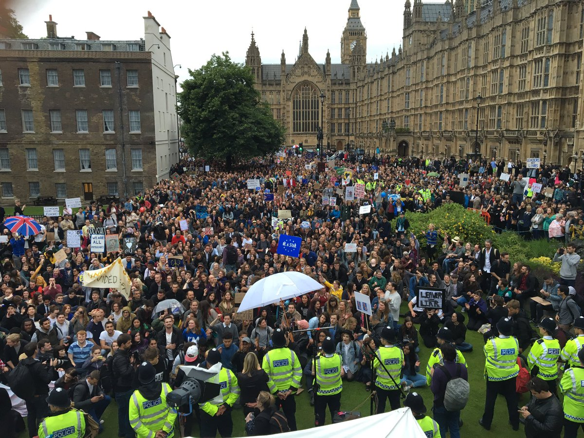 Incredible scenes at Westminster with a Remain protest on Abingdon Green. https://t.co/AVM1Ax1v7l