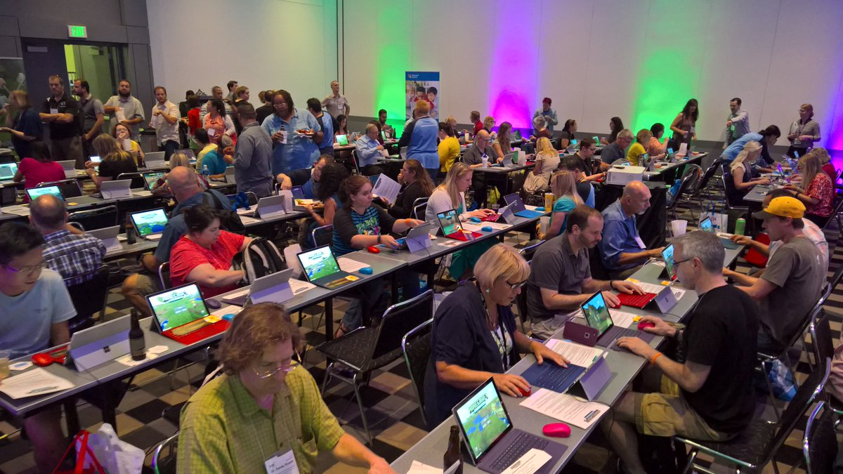 #minecraftedu  playground session #iste2016 #MSFTEDU room 205! #awesome #gamification https://t.co/RetZUDZvjI