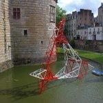 Pylône dans douves du @ChateauNantes  #Nantes @presseocean (photo Olli Bioret) https://t.co/T7KSJpgDO2