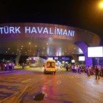 Al menos 10 muertos y veintena de heridos en atentado contra el Aeropuerto Ataturk #Estambul https://t.co/8Rahn12VQr https://t.co/bh40MCaTvT