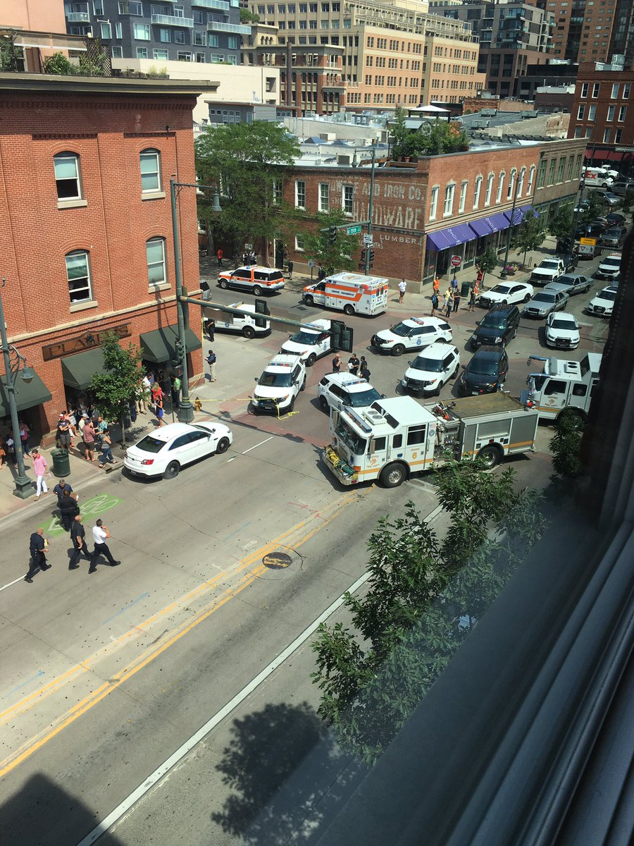 active shooting scene on my block; view from my #Denver desk https://t.co/qDRIAa5aMr