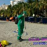 Jornada de limpieza playas del #Rodadero #LindaSantaMartaLimpia @mrafael70 @victorrpolo @ElInformador_SM https://t.co/wCfRo9BRjE