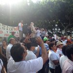 Llega manifestación del @sasmetro en la plaza de Armas de #Veracruz. Piden la no privatización del agua. https://t.co/bFDWMrHOeg