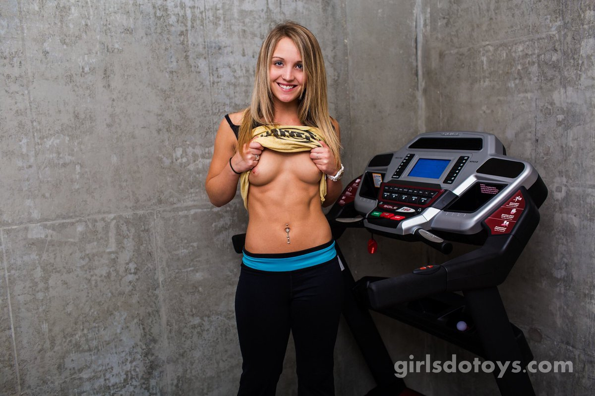 How about we get a girl naked and have her run on a treadmill! #gdt #girlsdotoys #blondie #cutie #fit