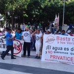 Trabajadores del @sasmetro protestan en contra de la privatización del agua #Veracruz @VeracruzGob @RamonPooAlcalde https://t.co/PkKLLk3jGF