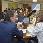 Firmamos convenio con @Mineducacion @ginaparody para avanzar en la implementación de la Jornada única en Medellín. https://t.co/is93ZVWVZp
