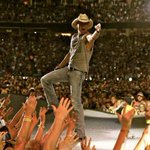 We have two tickets to @kennychesney up for grabs!  RT to enter to win two tix to Thursdays concert. #LoveIndy https://t.co/MFiX4UEYW8