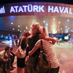 A l'aéroport d'Istanbul : « J'attendais mon vol et soudain plein de gens se sont enfuis » https://t.co/SvacEmTb7Z https://t.co/xox7TEP6Tq
