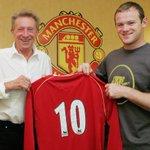 Dari legenda #mufc ke legenda lainnya - Wayne Rooney menerima jersey no. 10 dari Denis Law tepat hari ini pada 2007. https://t.co/jh7IS7u6v1