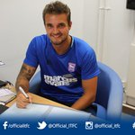 Town duo @Jooeerobinson & @MichaelCrowe95 have both agreed new one-year deals at #itfc https://t.co/GA2hRkoyPC https://t.co/knwm7u4KTw
