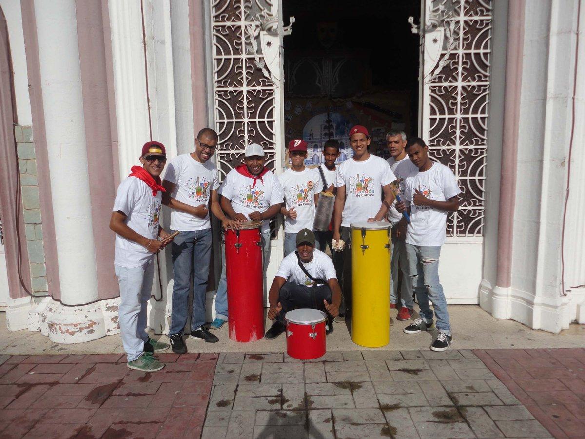 """La Fiesta de San Juan al ritmo de la agrupación local """"Tambor, Clave y Rumba"""". Barrio Unión Petare #CulturaContigo https://t.co/iLWYcynDIl"""