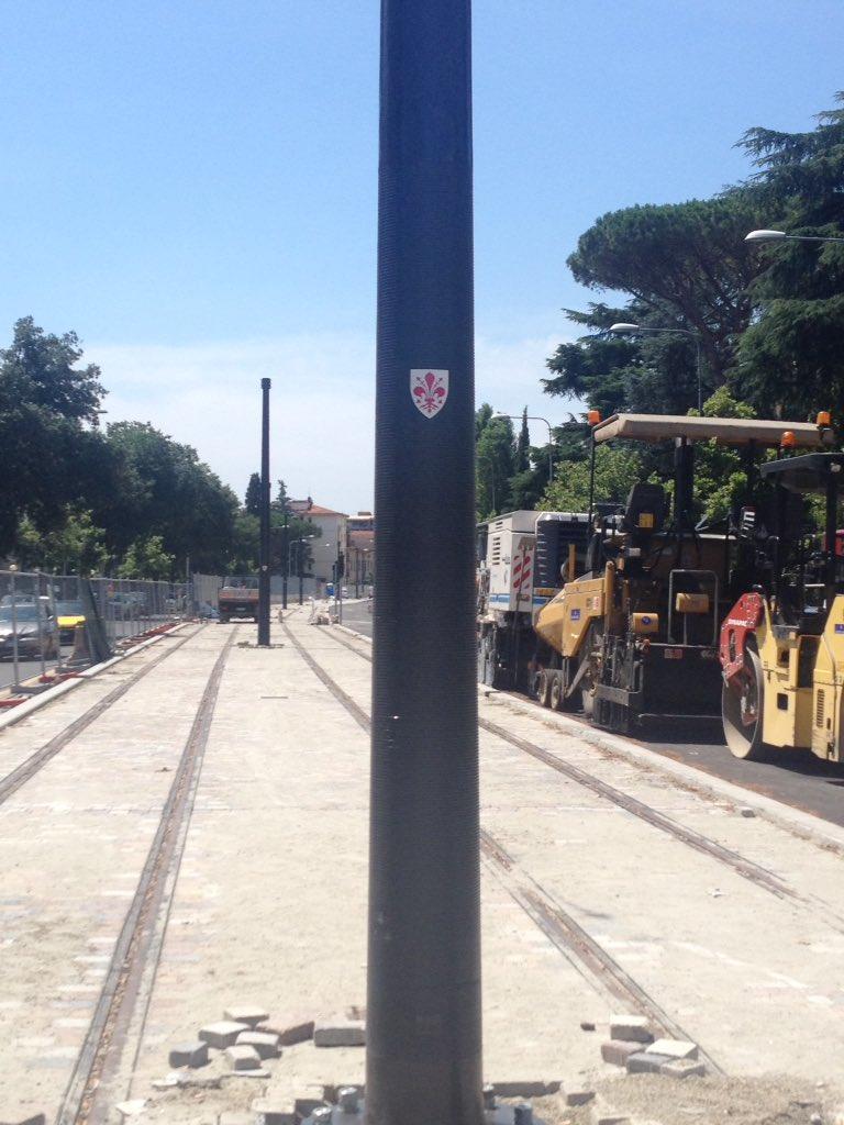 "RT @JunqueiroFI: Si capisce che è la tramvia di Firenze? @comunefi @DarioNardella @Lavori_Tram_Fi https://t.co/EYeBIsvVvB<a target=""_blank"" href=""https://t.co/EYeBIsvVvB""><br><b>Vai a Twitter<b></a>"
